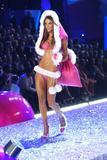 th_18833_Alessandra_Ambrosio-Victorias_Secret_Fashion_Show_2005-11-09-2005-Ripped_by_kroqjock-HQ5_122_1050lo.jpg
