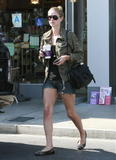Nicky Hilton - Страница 5 Th_49232_Preppie_NickyHiltonattheCoffeeBean5_122_15lo