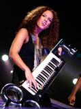Alicia Keys ( Алисия Кис ) - Страница 2 Th_21979_aliciakeysperformsatmadisonsquaregardentikipetercelebritycity122_123_547lo