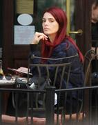 http://img146.imagevenue.com/loc594/th_883704417_Ashley_Greene_Out_and_about_in_NYC7_122_594lo.jpg