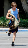 http://img146.imagevenue.com/loc869/th_39091_Zac_Efron_2008-07-16_-_hits_the_gym_in_Los_Angeles_245_122_869lo.jpg