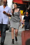 http://img146.imagevenue.com/loc894/th_39987_Michelle_Trachtenberg_On_the_set_of_Gossip_Girl8_122_894lo.jpg